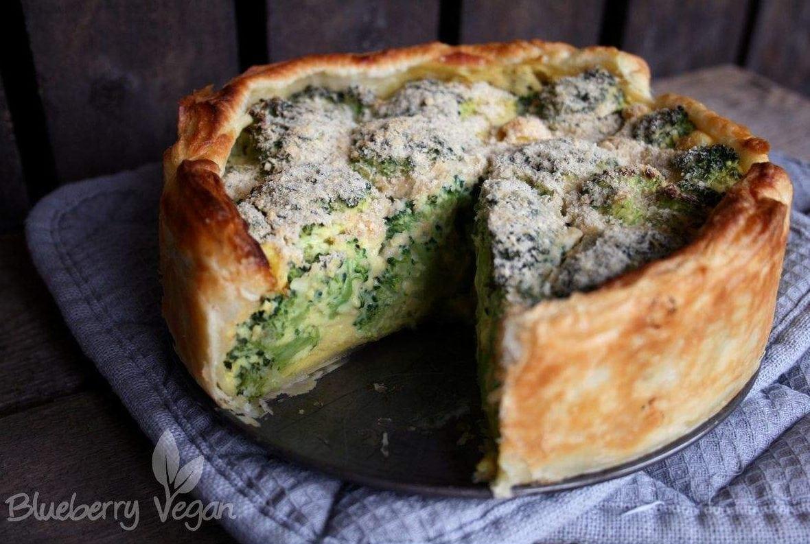 Angeschnittene Brokkoli-Torte