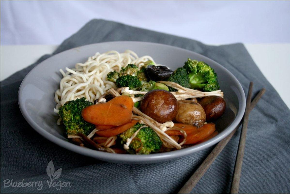 Wokgemüse mit Pilzen