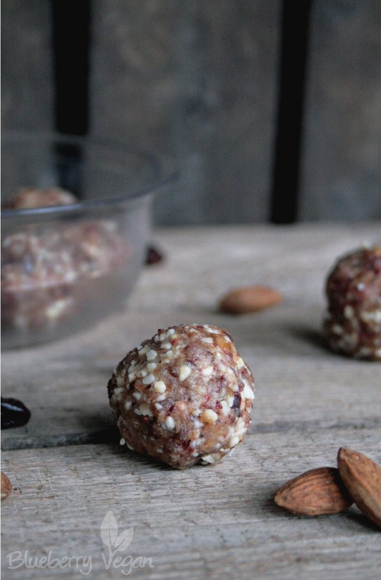 Energy Balls with Almonds and Cranberries