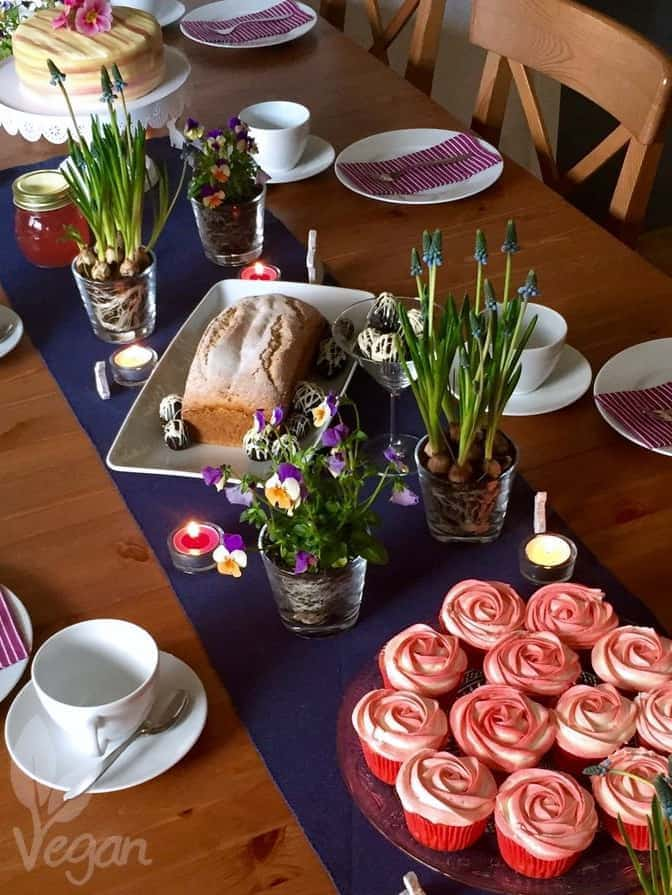 Strawberry Cupcakes and other sweet ideas for your Easter festivities