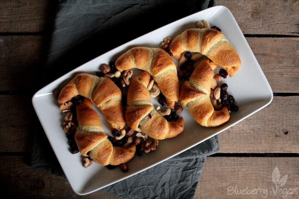 schoko nuss croissants mit selbstgemachter schokocreme gef llt blueberry vegan. Black Bedroom Furniture Sets. Home Design Ideas