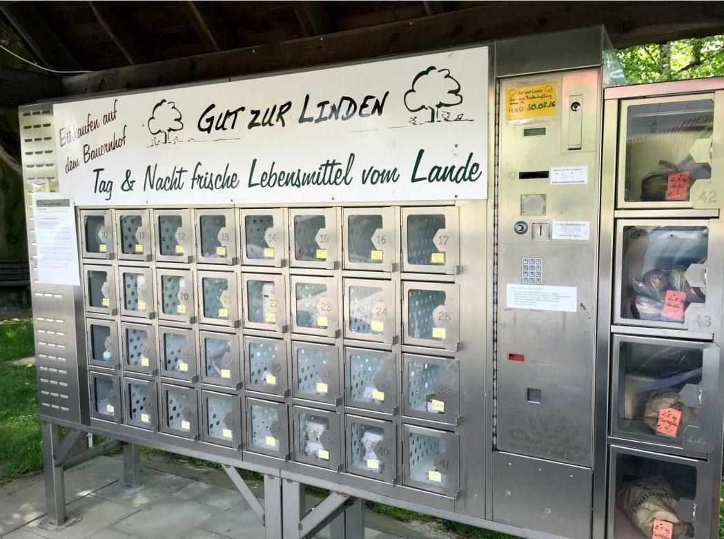 Der Automat vom Gut zur Linden mit Äpfeln, Eiern, Milch und Brot