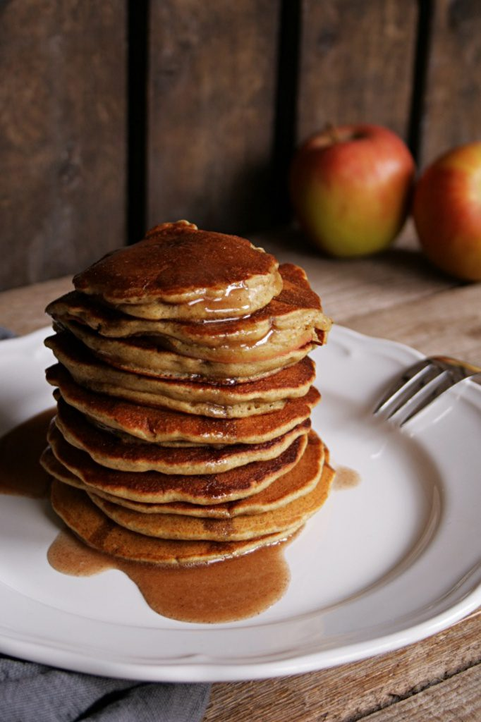 Satisfying Oatmeal Pancakes with Apple Slices and Cinnamon Syrup