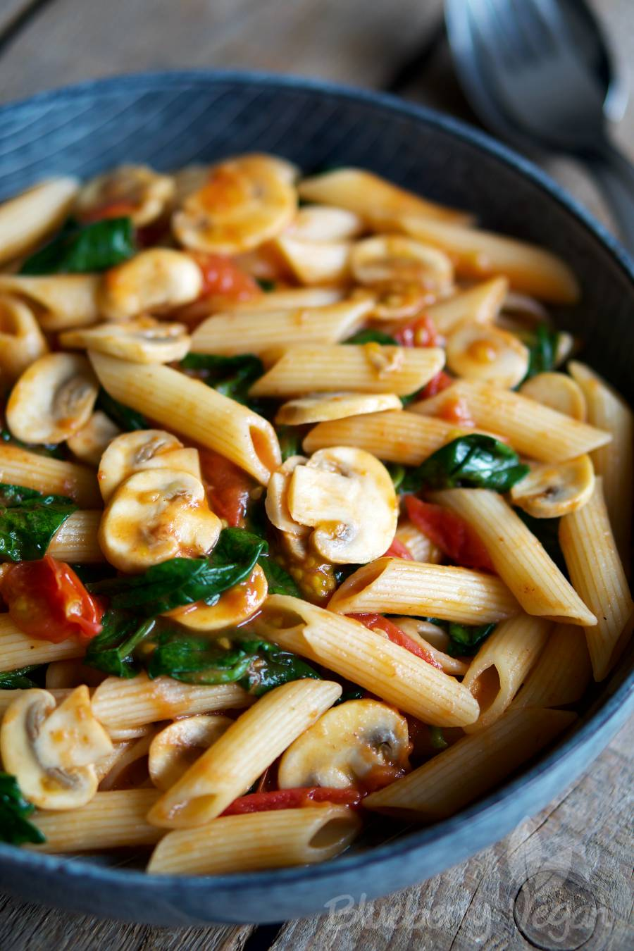 Quick Pasta with Tomatoes, Mushrooms and Spinach
