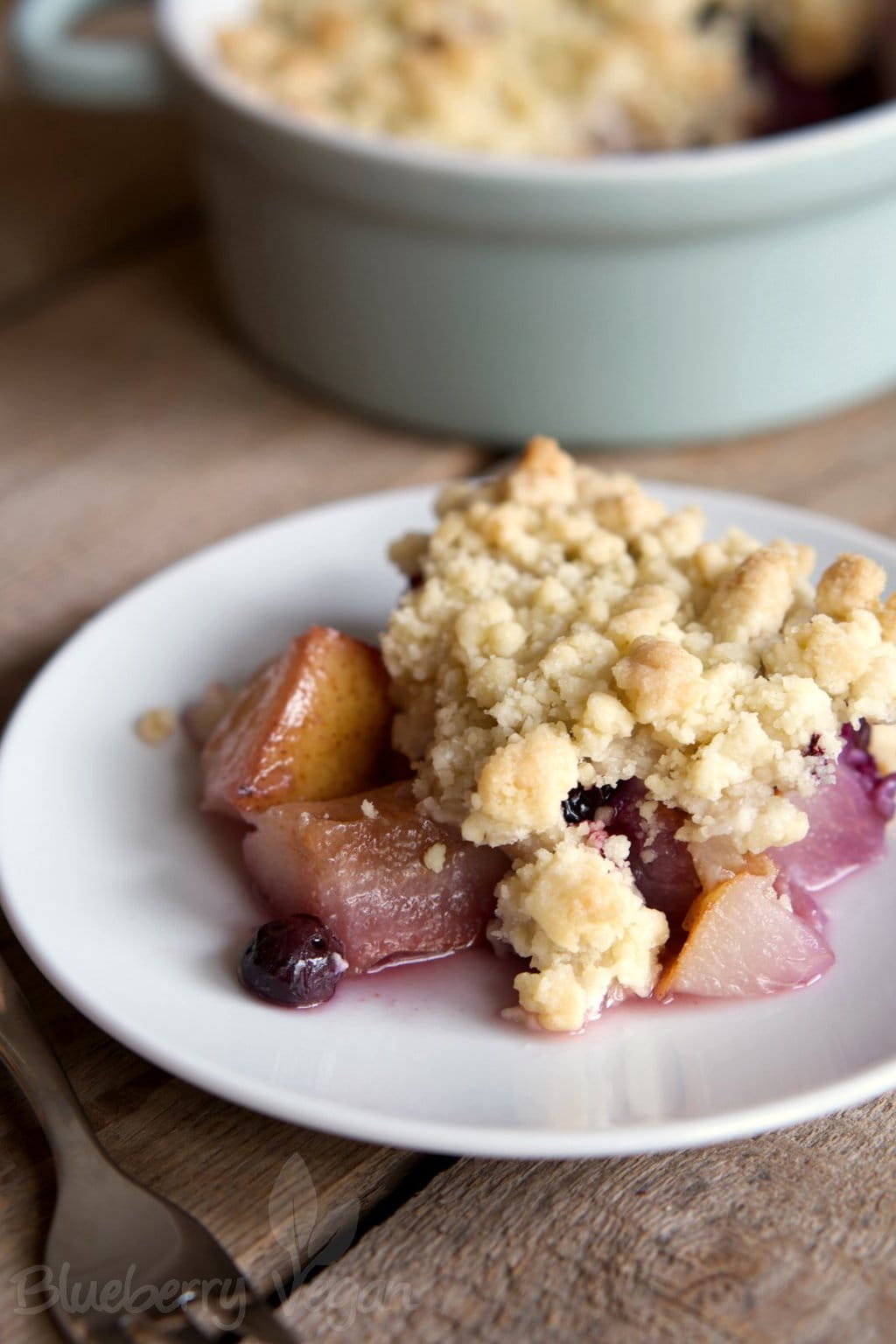 Delicious Pear Blueberry Crumble
