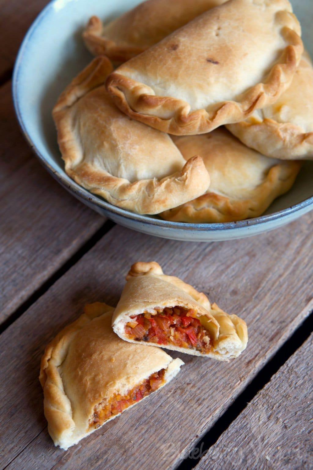 Leckere Empanadas mit Paprika- und Spinatfüllung